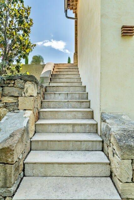 Marches escalier extérieur pierre à l'ancienne