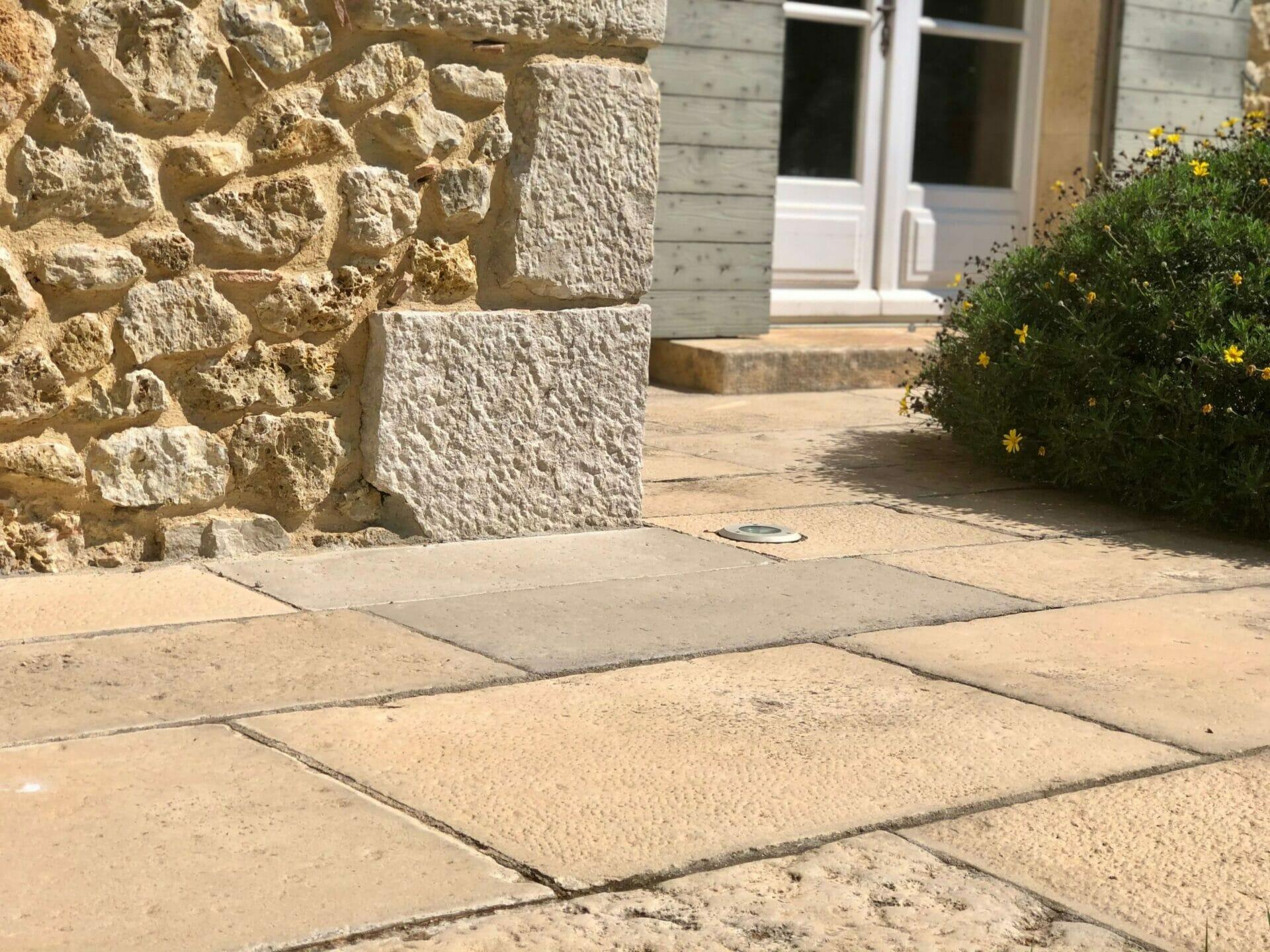 Dallage extérieur pierre à l'ancienne terrasse
