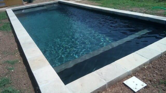 Margelle piscine extérieur façon vieille pierre