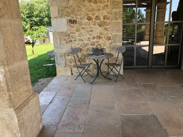 Dallage extérieur terrasse pierre ancienne